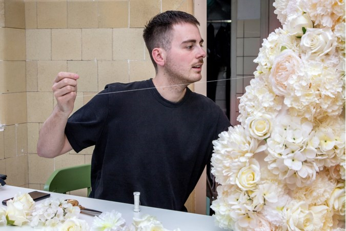 Oirsbeekse ontwerper Ferry Schiffelers toont nieuwe collectie: 'Ik hoop Ariana Grande in mijn creatie te zien'