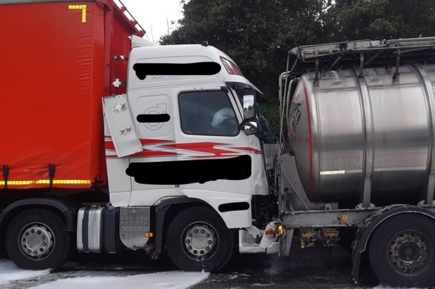 Ongeluk met gin-truck zorgt voor vertraging én hilariteit