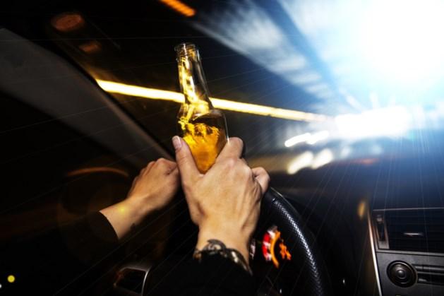 Politie rijdt dronken bestuurder klem: rijbewijs ingevorderd