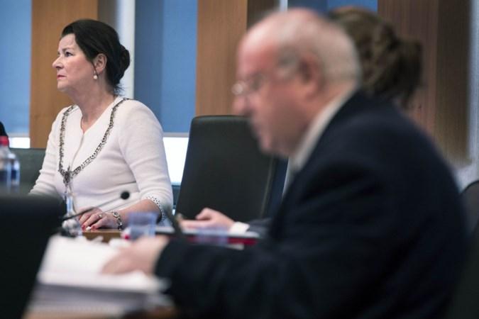 Burgemeester Penn ging onder druk fractieleiders overstag