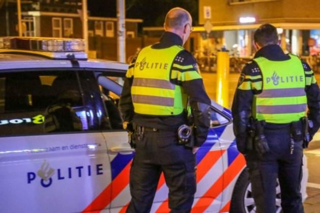 Dronken vrouw slaat agent op hoofd: twee aanhoudingen