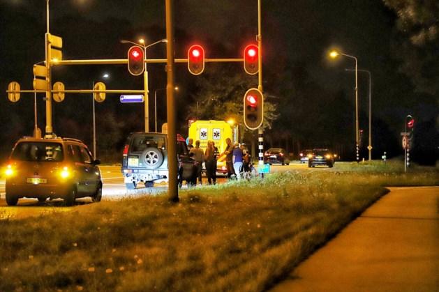 Fietsster gewond na aanrijding met auto bij stoplicht