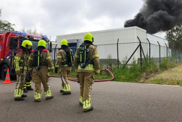 Bedrijfspand Weert op slot na vondst hennepplantage bij grote brand