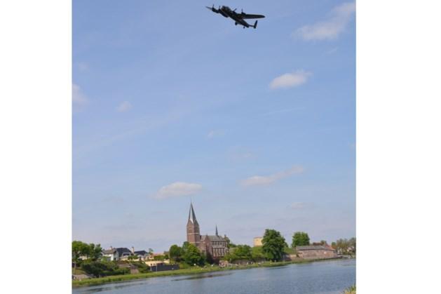 Onthulling plaquette ter herdenking aan gesneuvelde bemanning Lancaster