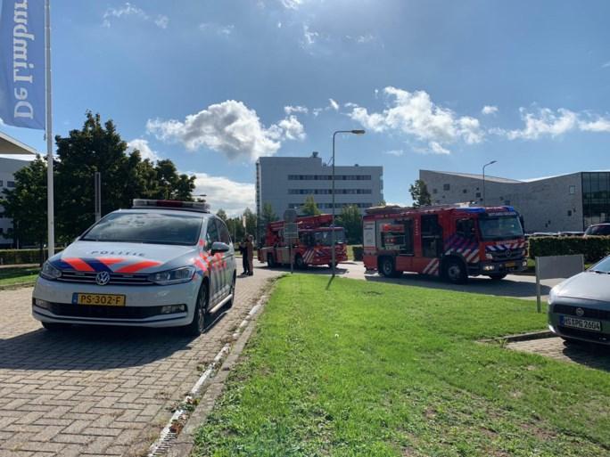 Video: Brandweer moet vastzittende werklui bevrijden op grote hoogte