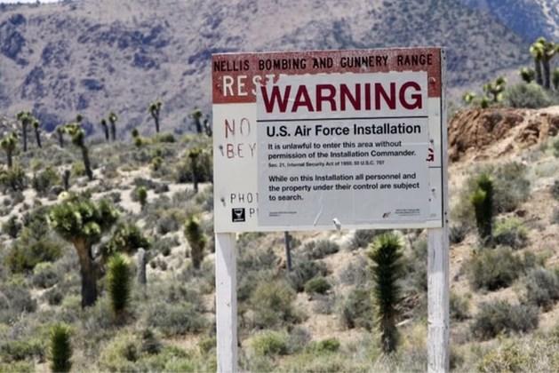 YouTubers Govert en Ties riskeren 6 maanden cel na arrestatie op verboden locatie Amerikaanse luchtmacht