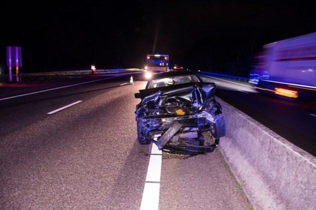 Een gewonde bij botsing tussen auto en vrachtwagen