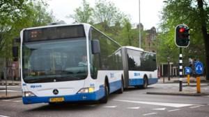 Chauffeur houdt onschuldige vrouw vast in bus bij zoekactie naar 'drogeerdame'