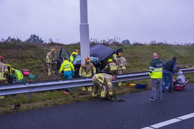 Twee doden en drie gewonden bij ernstig ongeluk op A73