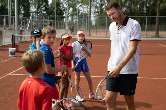 Oud-prof Sjeng Schalken luistert gouden jubileum tennisvereniging ACE op