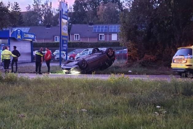 Auto vliegt over de kop in Kerkrade