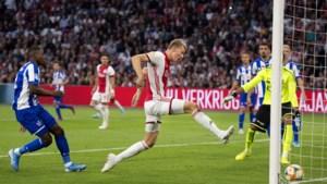 Perr Schuurs scoort voor winnend Ajax