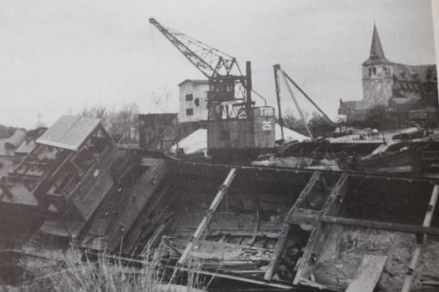 Herdenking 'schepenkerkhof' Maasbracht in kader 75 jaar bevrijding