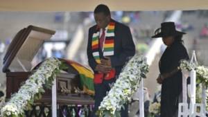 Lege tribunes bij afscheid van oud-president Robert Mugabe