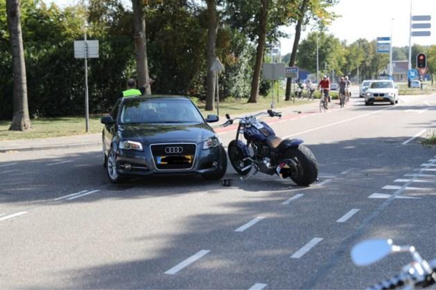 Motorrijder raakt gewond na aanrijding met auto