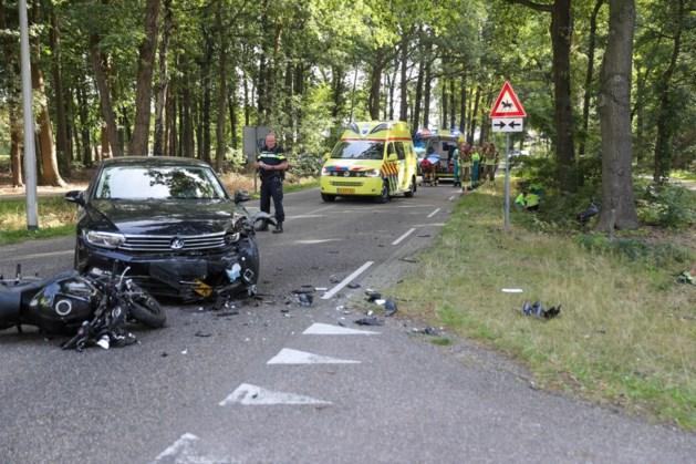 Twee gewonden bij ongeluk met motors en auto in Weert