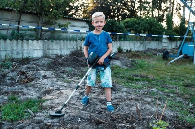 Vlaamse Thomas (7) vindt helm, geweer, granaat én schedel van gesneuvelde Duitse soldaat