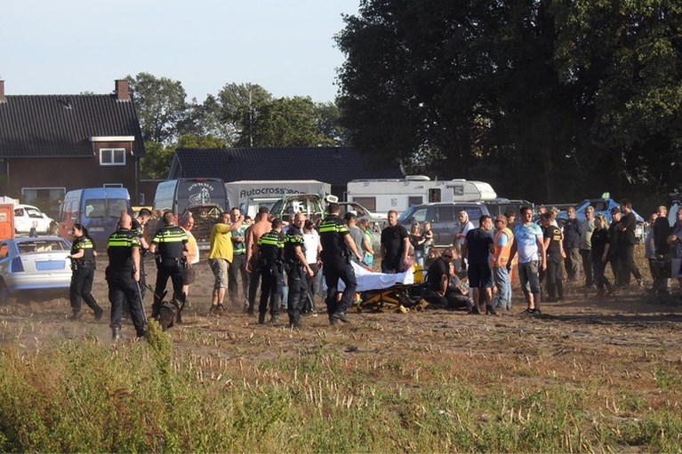 Ooggetuigen over drama bij autocross: 'Mensen vlogen door de lucht'