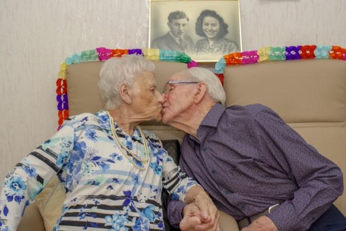 Zeventig jaar getrouwd en nog steeds gelukkig met elkaar: het levensverhaal van Ria en Piet