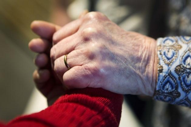 91-jarige Lucie Verzandvoort debuteert met 'Geef me dan maar alleen de slagroom!'