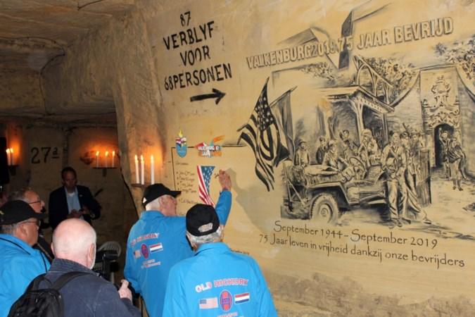 Plaquette in Gemeentegrot in Valkenburg herinnert aan 75 jaar bevrijding