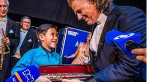 André Rieu haalt jongetje uit publiek: 'Wat een held'