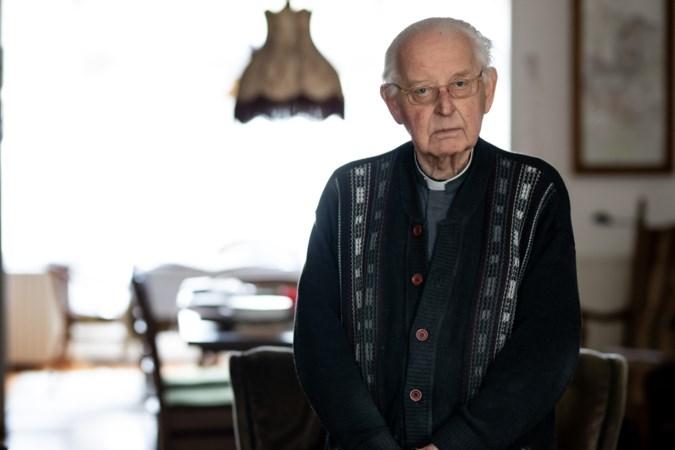 Vlak voor zijn 83e verjaardag mag pastoor Piet Backus van Borgharen eindelijk stoppen