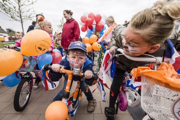 Meerssense kinderen vieren bevrijding met 'versierde fietsen- en karrentocht'