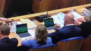 Ministers door stof om kijken voetbal tijdens debat