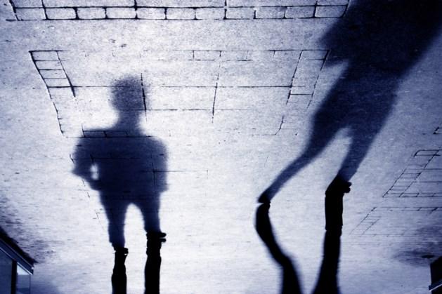 Vrouw op brute wijze met schaar mishandeld door jongeren
