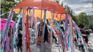 FOTO'S - Versierde paraplu's kleuren Vaals