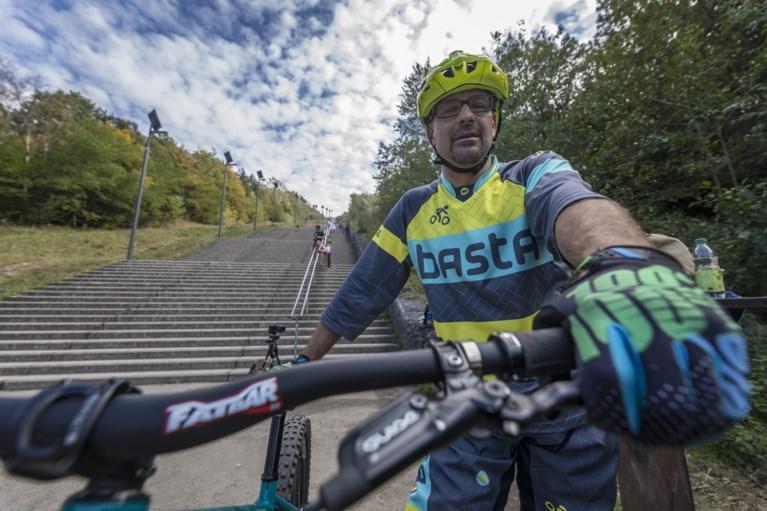 Video - Mountainbikers proberen het onmogelijke: de trappen van de Wilhelminaberg bedwingen