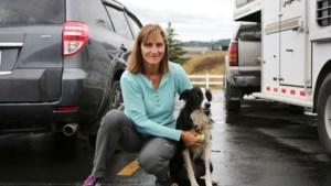 Vrouw zegt baan op om vermiste hond te zoeken en vindt haar na twee maanden terug