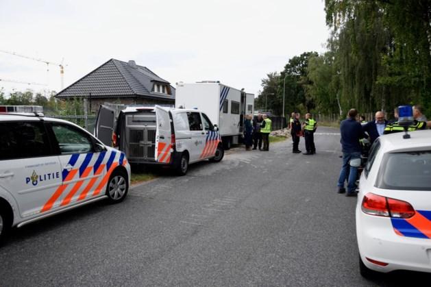 Straat afgesloten voor grote controle bij bedrijven in Brunssum
