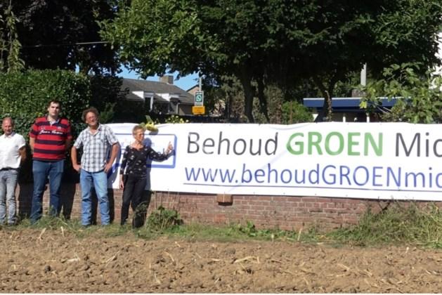 Stichting Behoud Groen Middengebied Grevenbicht-Obbicht hangt nieuw spandoek op