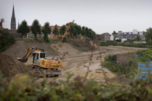 Uitgraven van droge gracht Sittard in volle gang