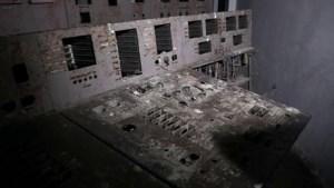 Video: controlekamer 'Reactor 4' waar kernramp Tsjernobyl begon, open voor toeristen