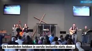 Video: Teken van God? Kruis valt op drummer tijdens optreden in kerk
