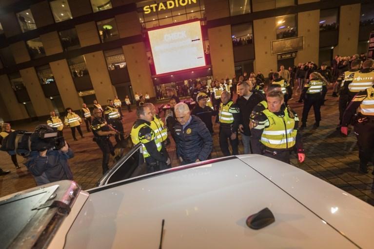 Video: Garcia de la Vega door Roda-fans uit stadion verjaagd