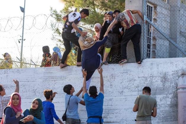 Mogelijk twee doden bij protestbranden in migrantenkamp op Lesbos