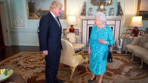 'Koningin Elizabeth vroeg of ze premier Johnson kon ontslaan'