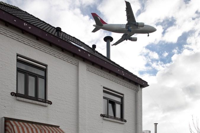 Meerssen en Beek vrezen ernstige ongelukken door afwaaiende dakpannen door overvliegende vliegtuigen