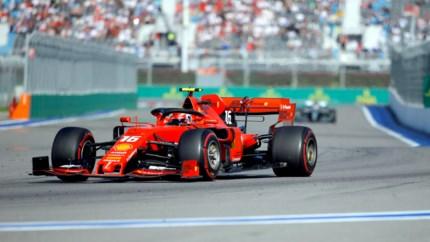 Podcast: Zit er een luchtje aan plotselinge vermogensupgrade van Ferrari? | Brandstof #16