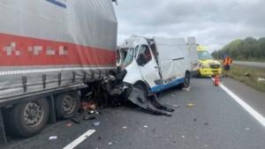 Dode bij ongeval op A67 bij Hapert, weg dicht