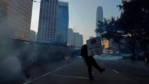 Protesten Hongkong: honderden gewonden en arrestaties, politiekogel raakt 18-jarige