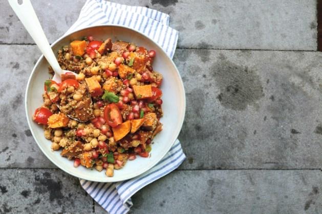 Deze quinoasalade met granaatappel is lekker fris en zit vol eiwitten