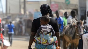 Nigeriaanse politie bevrijdt 19 zwangere vrouwen en vier baby's uit 'babyfabriek'