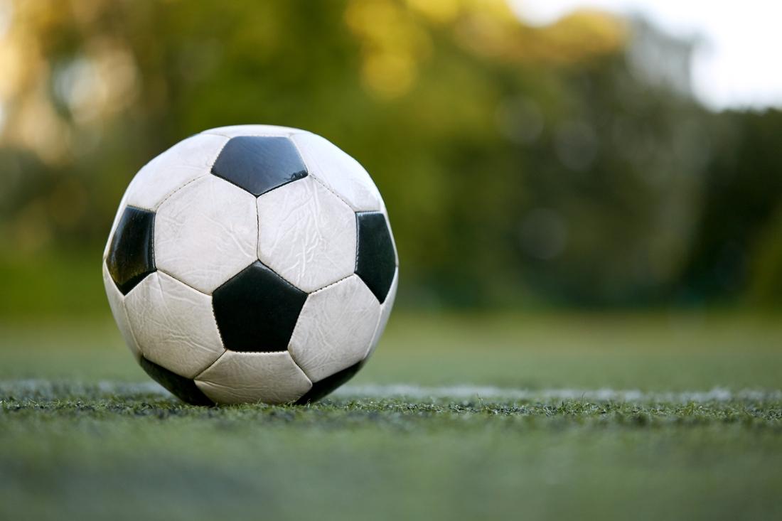 Voetballers uit Terwinselen op bezoek in Voerendaal - De Limburger