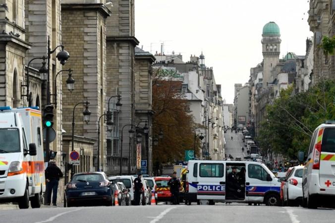 Bloedbad in politiebureau Parijs: dader hoorde 's nachts stemmen, zegt zijn vrouw