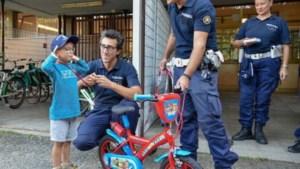Politie van Milaan troost op verjaardag beroofd kereltje (6) met nieuwe fiets